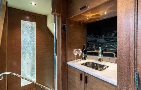 Westport W112   34m Raised Pilothouse   Bar